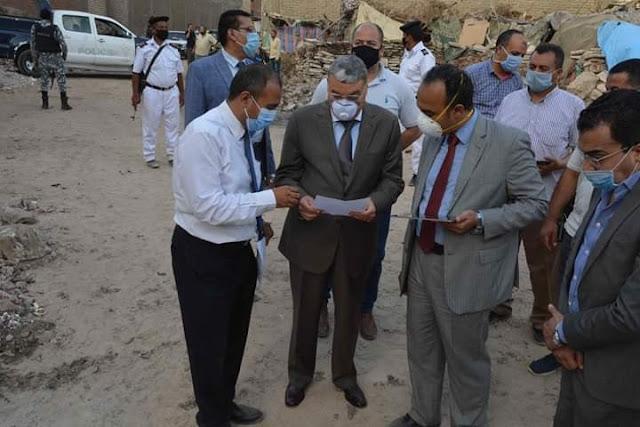محافظ المنيا يشهد إيقاف اعمال بناء مخالف، وإزالة لاحد المنازل  وإحالة مدير التنظيم وفنيين للتحقيق