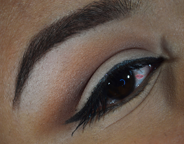 A picture of 40's makeup vintage eye look with 804, 809 Hean eyeshadow, Natural Eyes Too Faced and Peach Velvet by Nabla