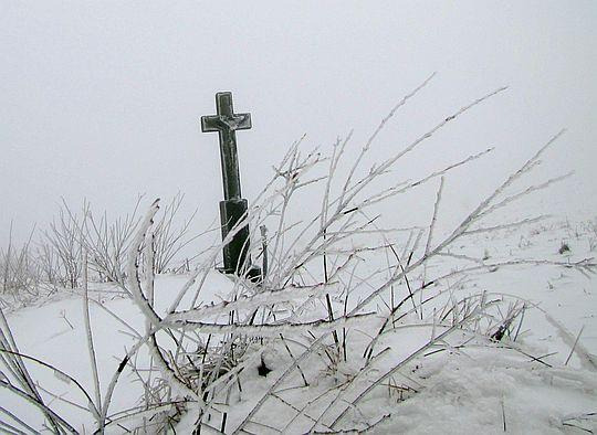 Krzyż na Przełęczy Długie.