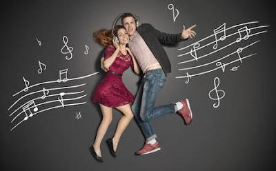 7 مزايا تنعم بها إذا كانت فتاتك تعشق الموسيقى رجل امرأة موسيقى انغام لحن man woman music melody