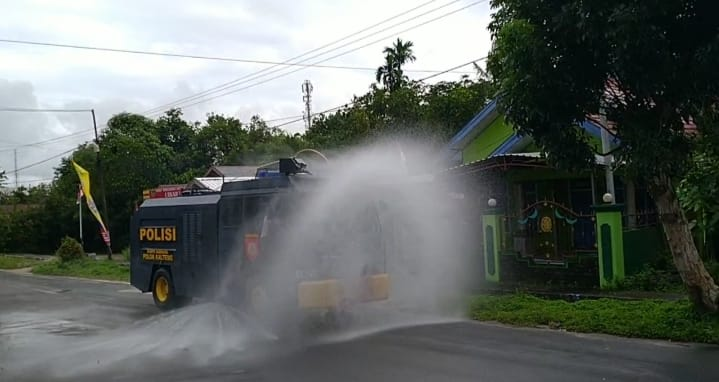AWC Sat Sabhara Polres Sukamara Rutin Setiap Minggu Semprotkan Desinfektan