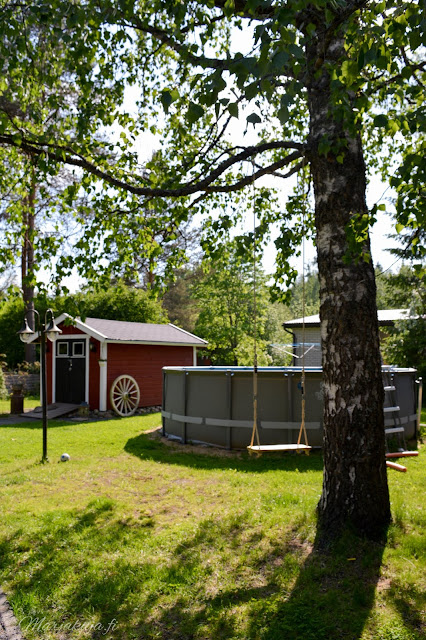 piha puutarha terassi patio kotipiha takapiha kesä  talo kukkapenkki  intex uima-allas puutarhavaja