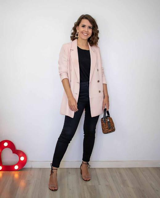 8 looks com calça preta por Debora Hasse