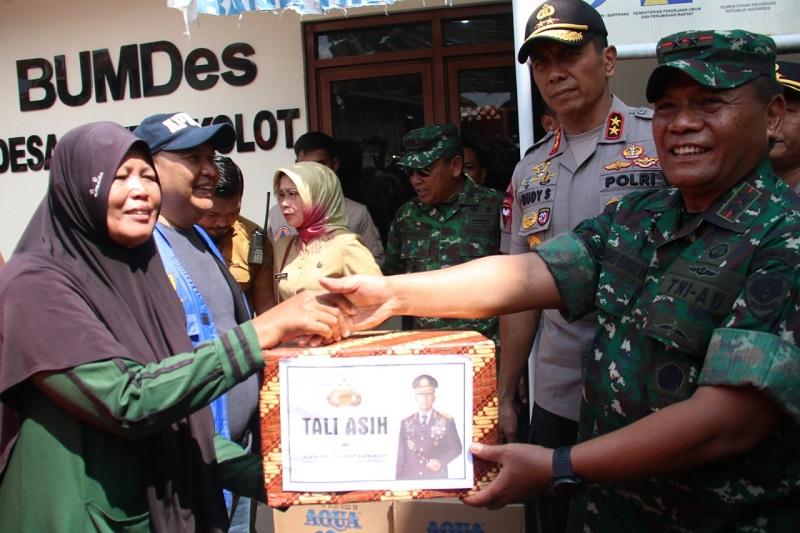 Pangdam III/ Siliwangi Bersama Kapolda Jabar Pantau  Lokasi Banjir Dayeuhkolot