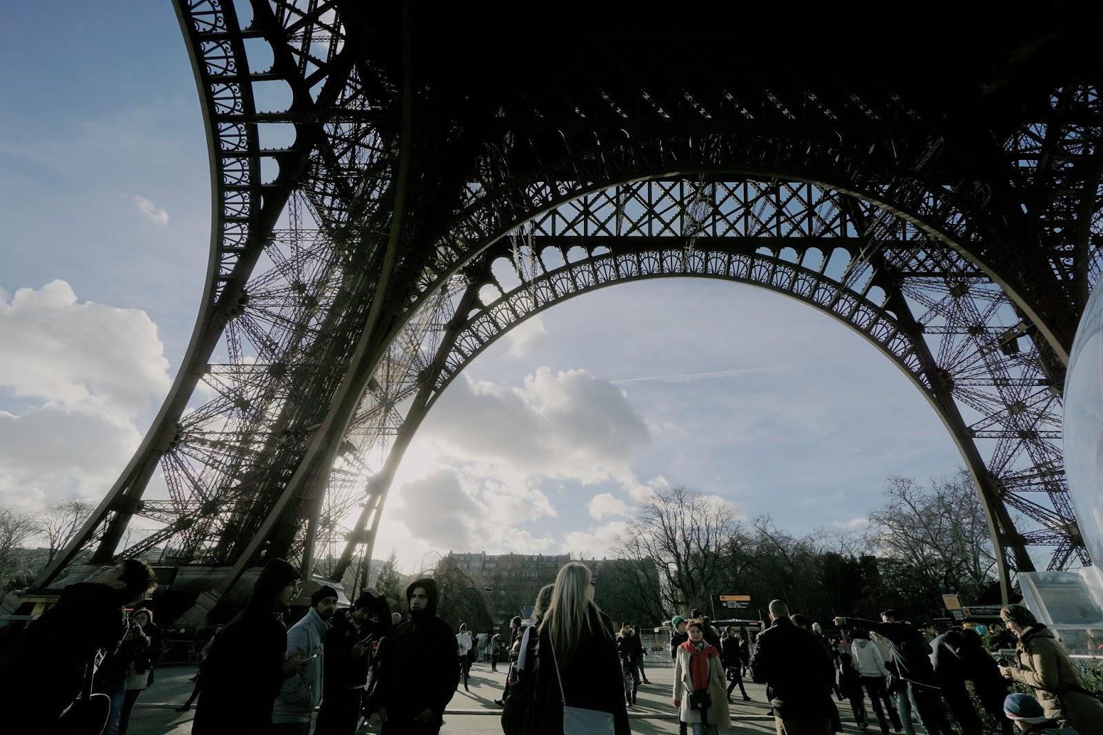 エッフェル塔(La tour Eiffel) 鉄のレース