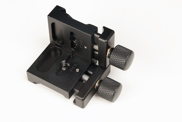 Hejnar PHOTO F52 90° angle QR Clamp under side view