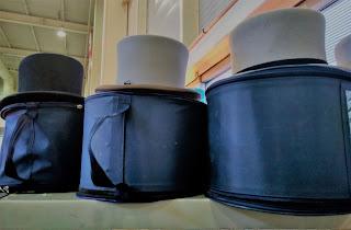Sombreros de copa en el desembalaje de Irun