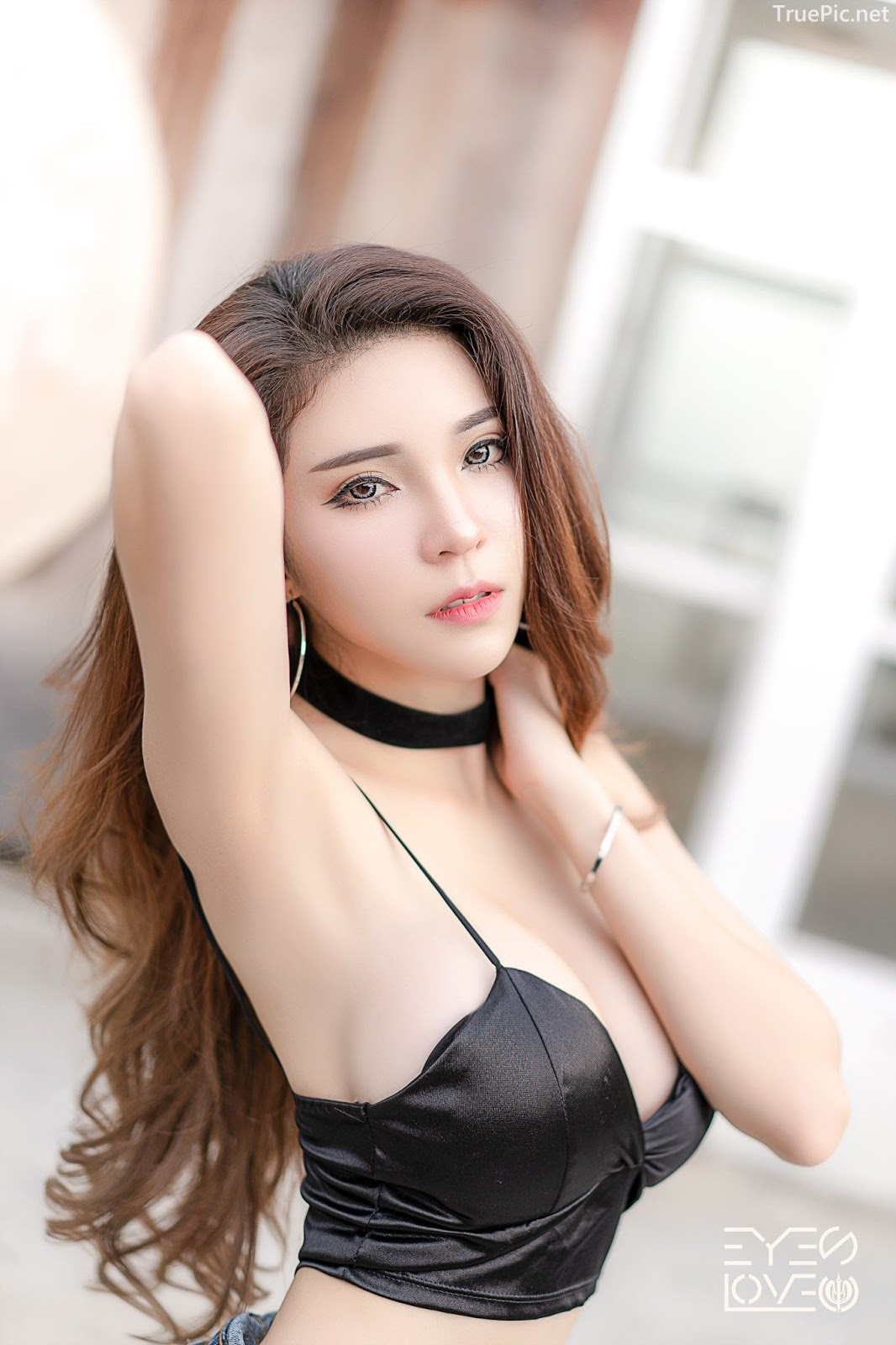Thailand hot model - Janet Kanokwan Saesim - Black leather and jean - Picture 8