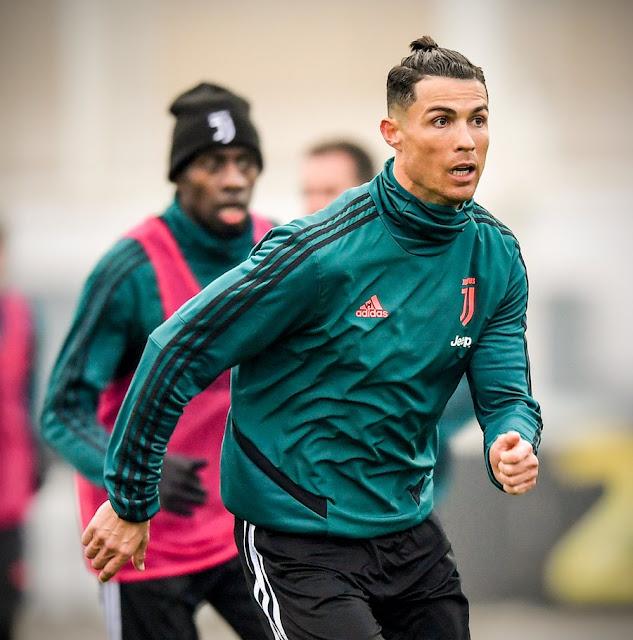 Ronaldo khoe tóc mới ăn mừng giải cá nhân: Fan chê không hợp tuổi 6