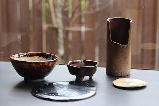 生徒さんの陶芸体験教室で作った作品。鉢3つ 陶盤1つ 小皿1つ