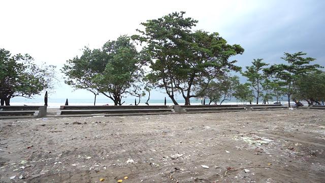 Aher Bebaskan Pantai Pangandaran dari 'Tenda Biru'