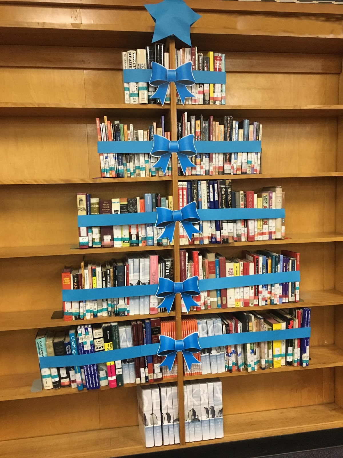 Christmas Ideas For School Libraries : Library displays