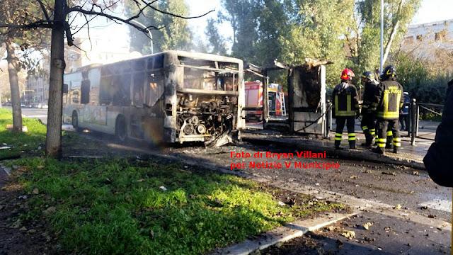 autobus incendio a fuoco centocelle palmiro togliatti