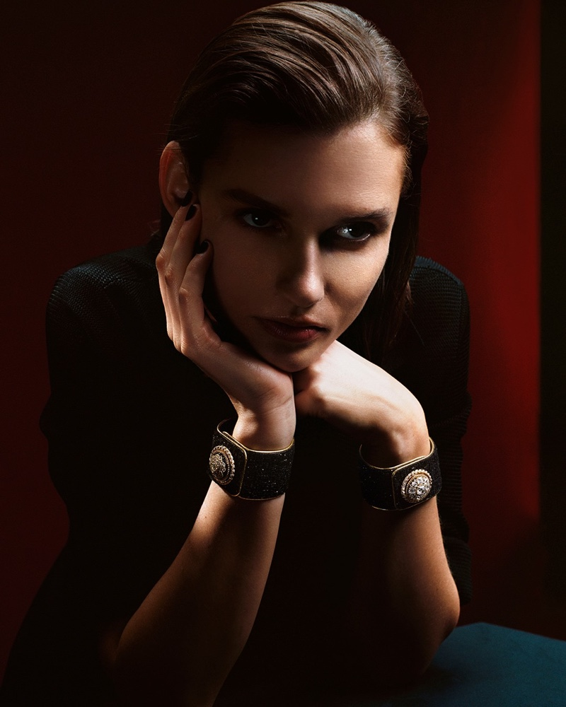 Chanel unveils Mademoiselle Privé Bouton campaign of luxury watches.