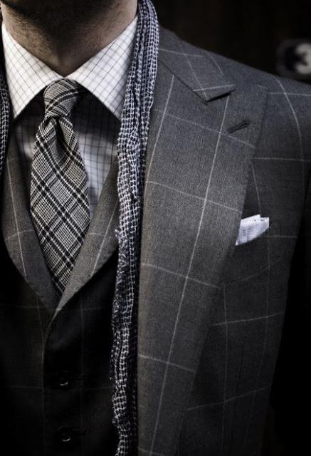 Dasi Untuk Kemeja Bermotif