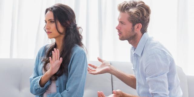 Pria Bukannya Tidak Peka, Namun Butuh Trik Agar Pria Mau Mendengarkanmu