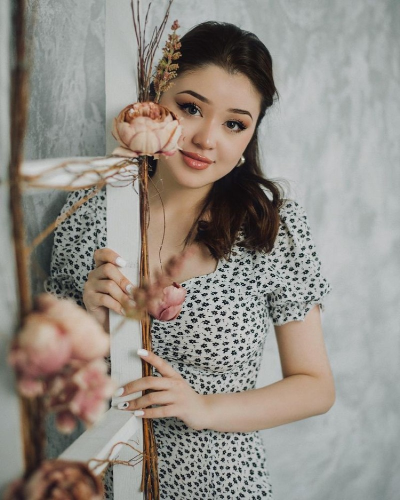 Dayana Kazakhstan, Dicintai dan Dibenci Netizen Indonesia