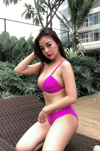 Hot and sexy photos of beautiful busty asian hottie chick Indonesian model Giacinta Renii photo highlights on Pinays Finest sexy nude photo collection site.