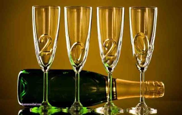 imagen con cuatro copas y dentro el año 2020 para saludar el año nuevo
