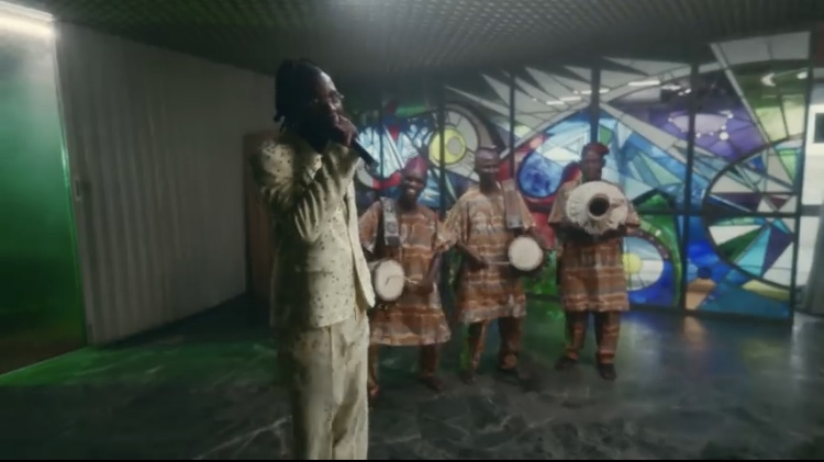 "Watch Burna Boy perform ""Level Up, Onyeka, Ye"" at the 63rd GRAMMY Awards"