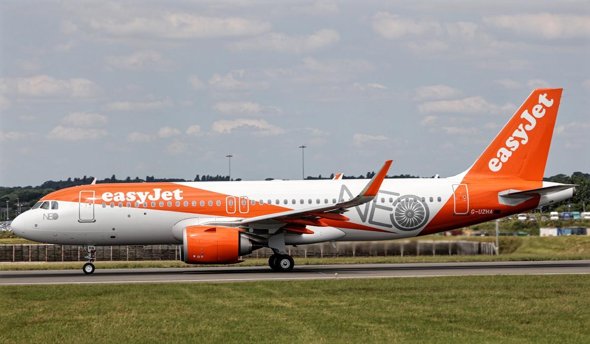 easyJet Airbus A320neo G-UZHA While Taxiing