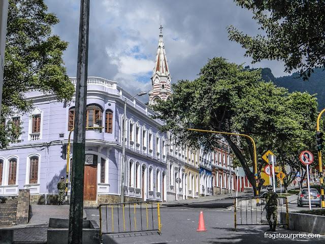 Policiamento ostensivo no bairro de La Candelaria, Centro Histórico de Bogotá