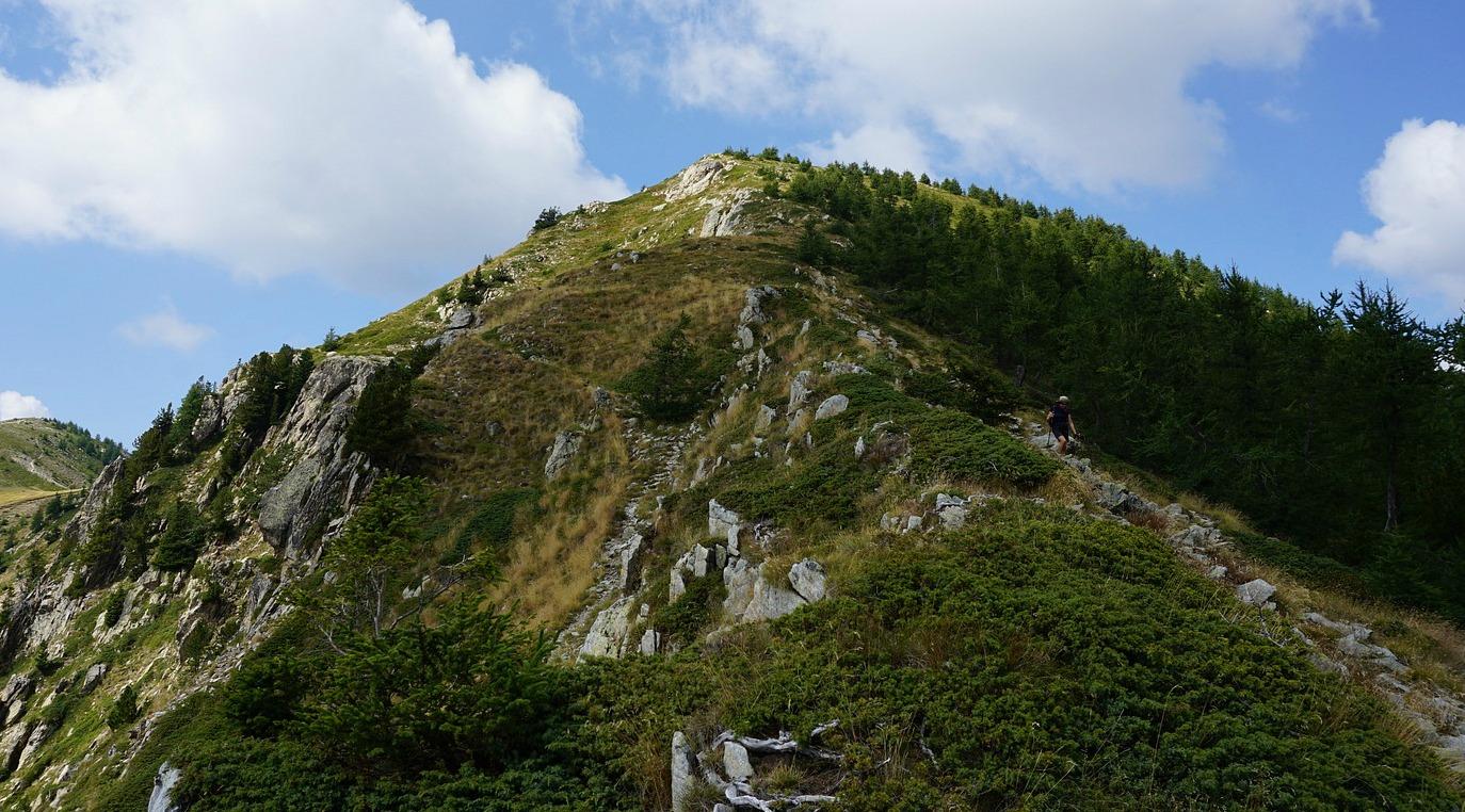 Descending along unmarked trail from Mont Lapassé
