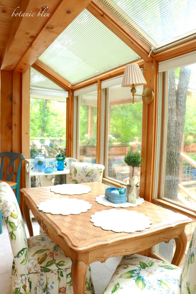 french-style-table-in-sunspace-overlooks-back-yard