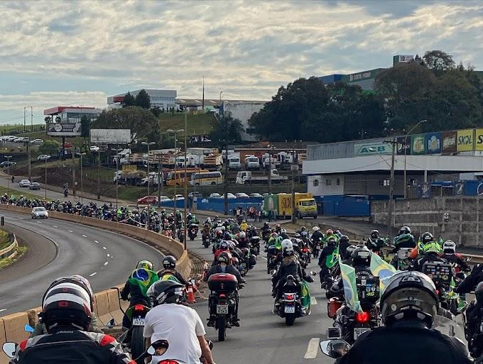 VÍDEO: Motociata de Bolsonaro reúne milhares de pessoas em Chapecó (SC)