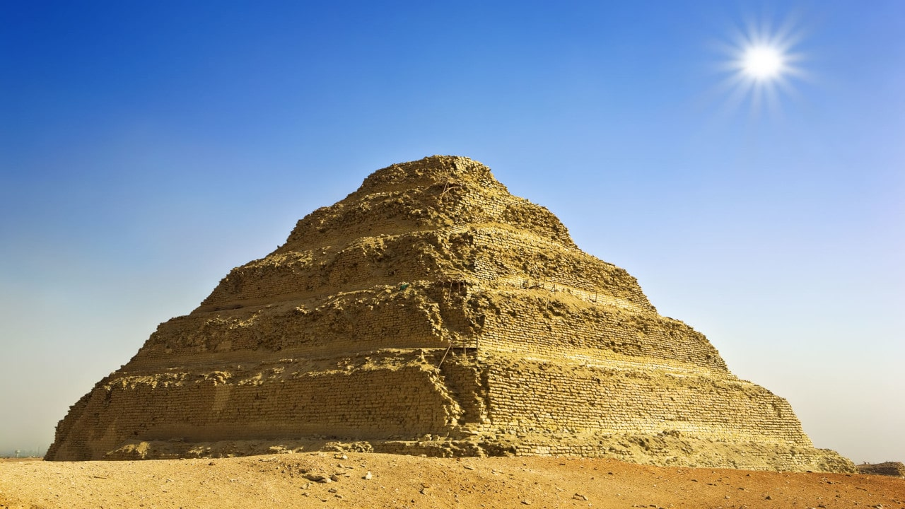 pirámides escalonadas de la arquitectura egipcia