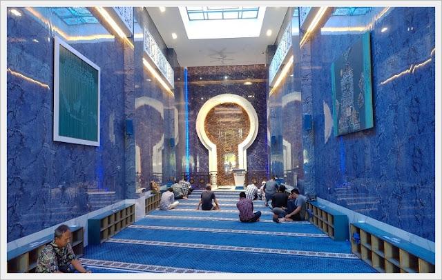 Siti Djirzanah Mosque beringharjo market in jogja