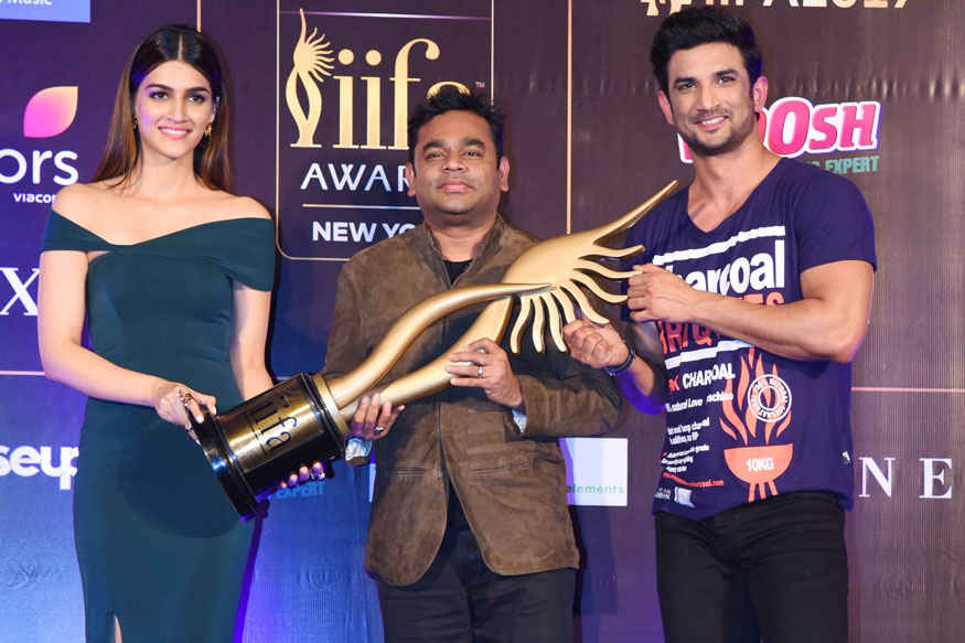 Sushant Singh Rajput and Kriti Sanon Attends IIFA 2017 Press Conference at Ambience Mall