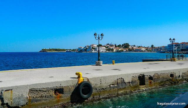 O ancoradouro da Ilha de Spétses, dona das melhores praias do Arquipélago Argo-Sarônico