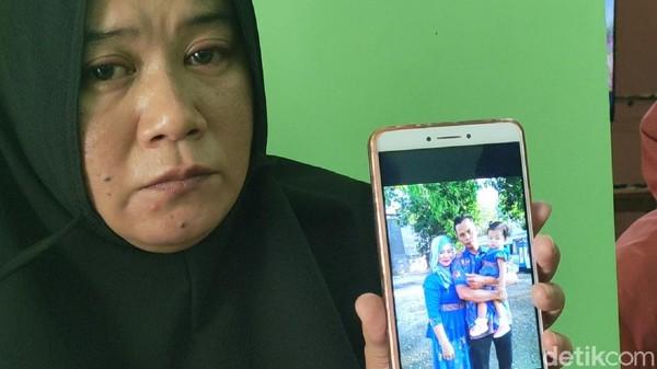 Duka Keluarga Dua Bersaudara Korban Jatuhnya Pesawat Sriwijaya