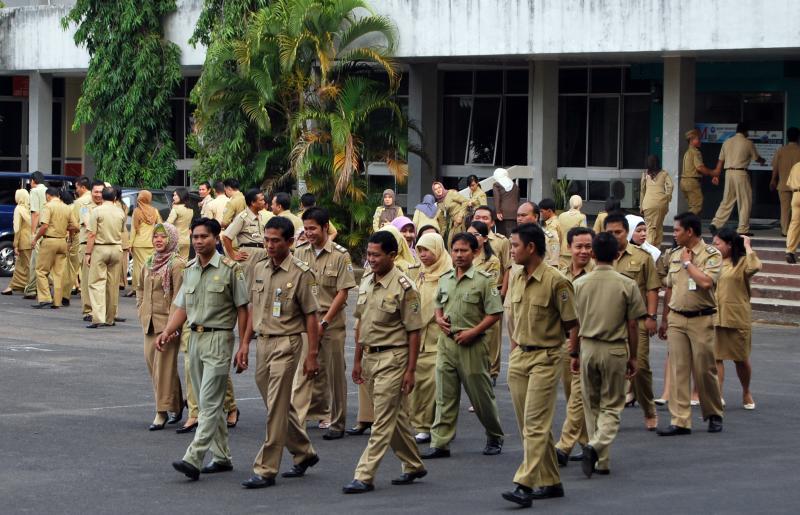 Ilustrasi seragam Pegawai Negeri Sipil (ASN) di Indonesia