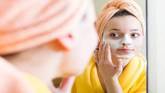 Mi a célja az éjszaki krémezésnek és mit kell tartalmaznia egy éjszakai bőrápoló kozmetikumnak?