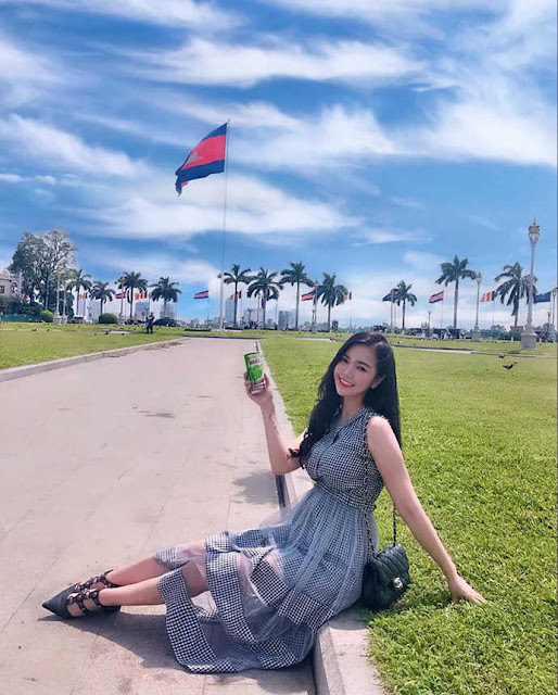 Gái Việt sở hữu vòng 1 lên đến 108cm được báo Trung khen ngợi hết lời, tiết lộ quá khứ phải chu cấp cho bạn trai từng đồng
