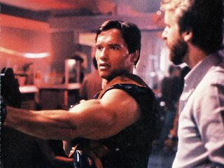 Schwarzenegger junto a James Cameron en el rodaje de Terminator - 1984
