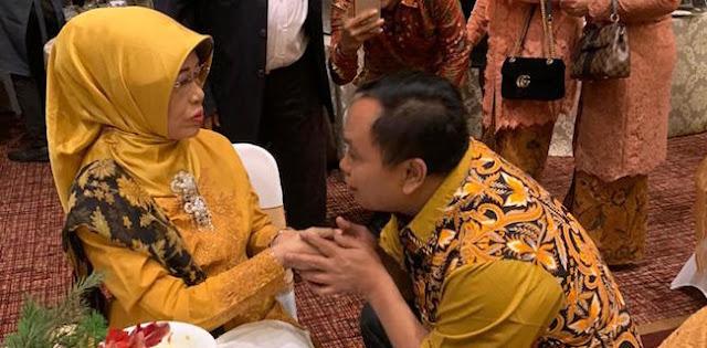 Wakil Ketua Umum Gerindra Sungkemi Ibunda Jokowi