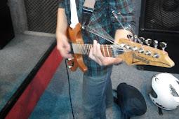 keuntungan dan kerugian menjadi gitaris