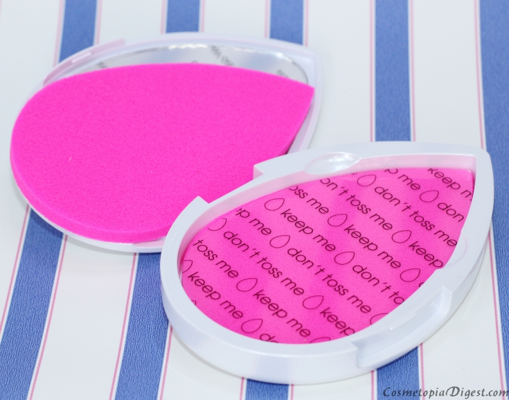 Here is the review of the Blotterazzi oil blotting mattifying sponge by Beautyblender and how it compares to blotting paper.