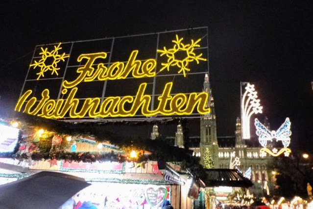 Christmas in Vienna: Frohe Weihnachten sign at the Rathaus Christmas Market