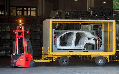 Transporte autónomo en la fábrica de SEAT en Martorell.