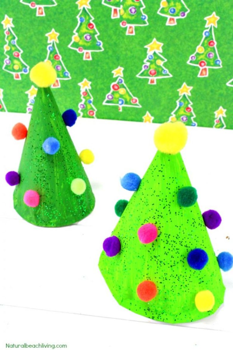 paper plate Christmas tree craft for toddlers and preschoolers