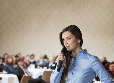 Lớp học kỹ năng mềm giao tiếp, thuyết trình, ứng xử trước đám đông công chúng