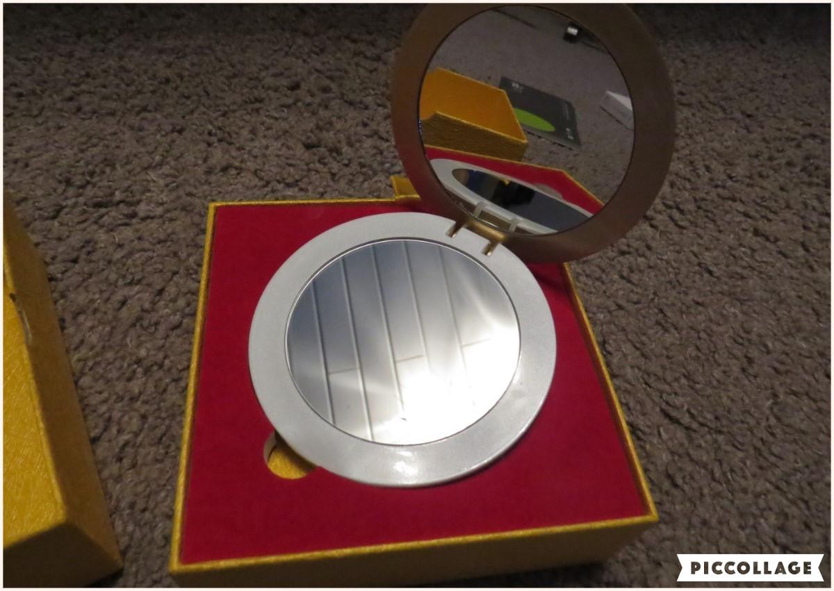 jucheer testet ilogotech powerbank mit led spiegel f r die handtasche. Black Bedroom Furniture Sets. Home Design Ideas