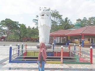 Patung merlin surya yudha park