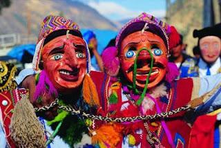 Foto de danzantes en la sierra como parte del Folclore
