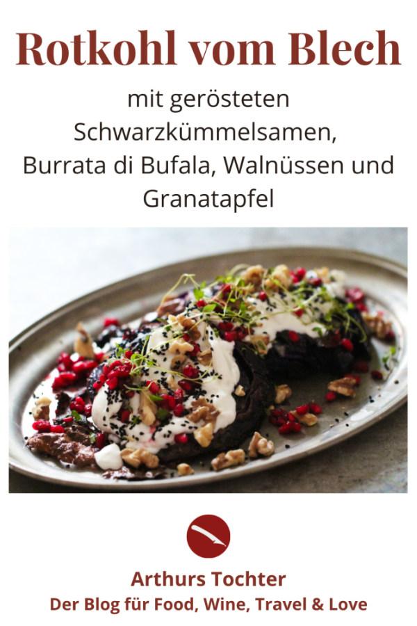 Gebackener Rotkohl vom Blech, ein Rezept zum Verlieben! Mit nussig gerösteten Schwarzkümmel, Granatapfel und zart schmelzender Burrata #rotkohl #blech #backofen #balsamico #gebacken #vegetarisch #vegan #rohkost #gesund #ottolenghi #salbei #apfel #thymian #mozzarella #salat #rezept #ofen