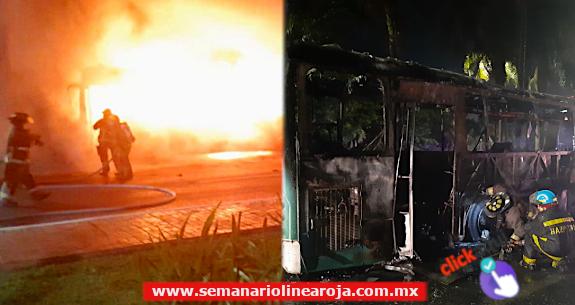 Se incendia camión de pasaje en la zona Hotelera de Cancún